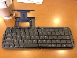 リュウドのBluetooth折りたたみワイヤレスキーボードRBK-2300BTiが手放せない