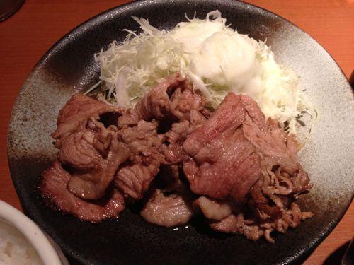 横浜駅東口の「炙焼ビストロ 自然や」で、しょうが焼きを食らう