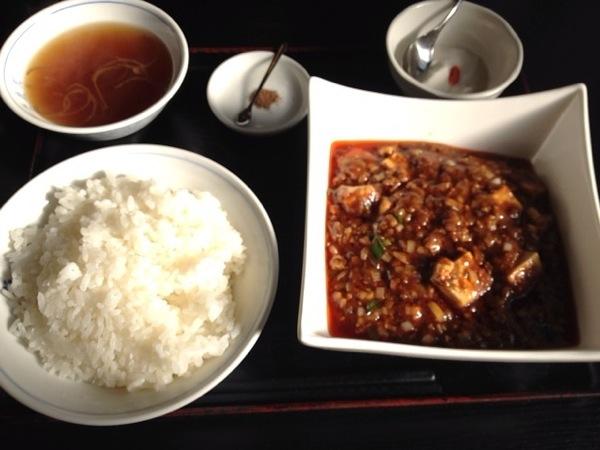 辛さ強烈! 八丁堀 栄康園の四川風麻婆豆腐