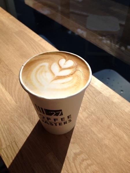 27 Coffee Roasters(辻堂)でカフェラテを飲む
