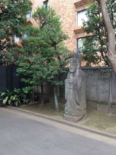 「根津美術館(南青山)」の石像