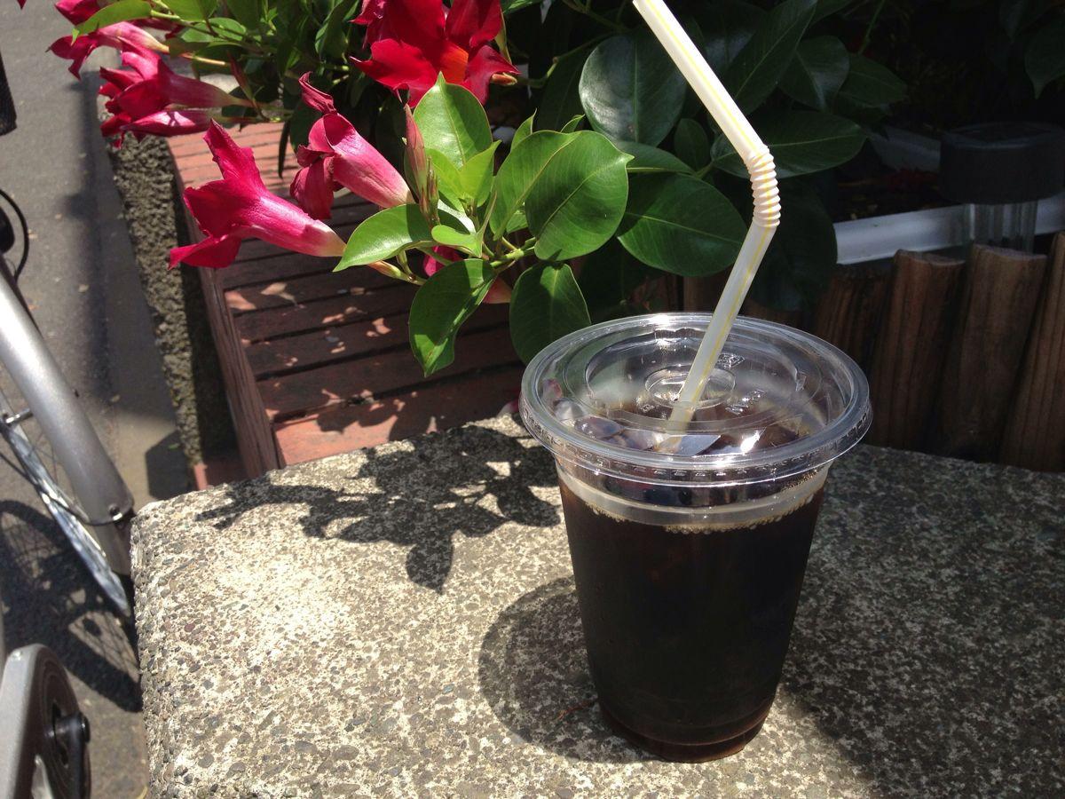 「イースト(鵠沼)」のアイスコーヒーを飲みながらのヘアカット