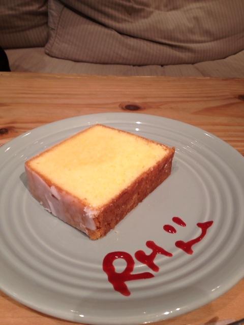 「RHカフェ(千駄ヶ谷)」でバナナケーキとレモンケーキ