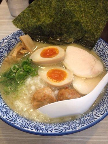 まろやかすぎて、やみつきになる! 鶏白湯ラーメン桂邸(大阪・堺筋本町)