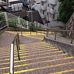 横浜駅西口に風情のある階段を見つけた