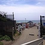 辻堂海水浴場、もうすぐ海開き。海の家も準備中