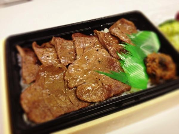 炭火焼牛たん弁当(麦飯)